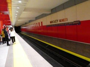 das soll wohl den roten Platz symbolisieren - Station Moskau