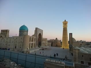 Das KalonMinarett mit Kalon-Moschee und Miri-Arab-Medrese