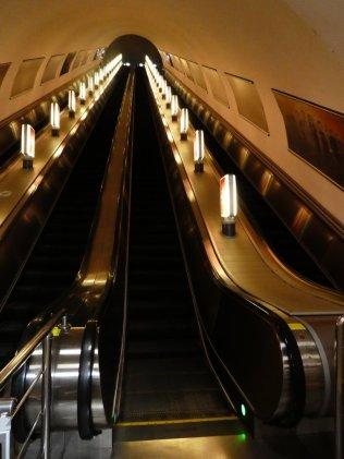 riesige Rolltreppen, hier in der Metrostation Almaly