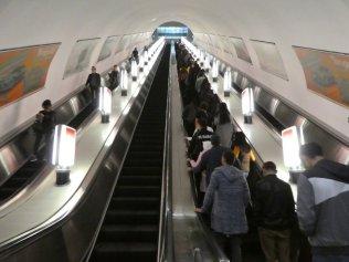 riesige Rolltreppen, hier in der Metrostation Zhibek Zholy