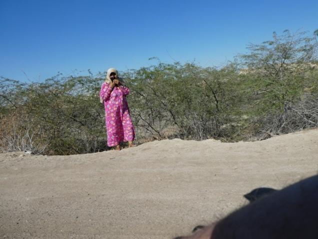 Frau in traditioneller Kleidung auf Hengam