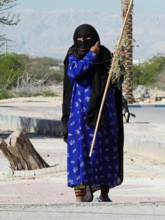 Frau beim Ziegenhüten