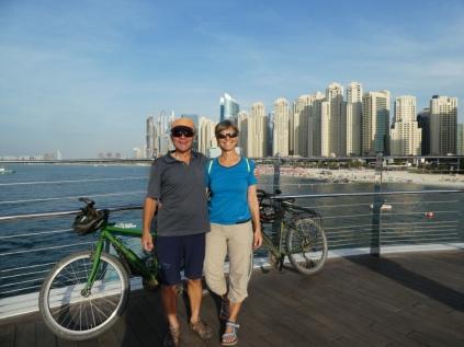 Hinter uns die Dubai Marina