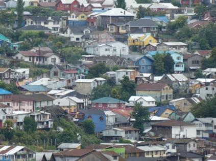 Puerto Montt - unser Hostel in gelb
