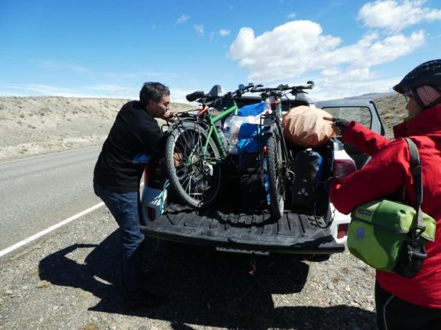 Unsere Räder werden auf den Pickup verladen