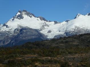 Ausblicke auf schneebedeckte Gipfel