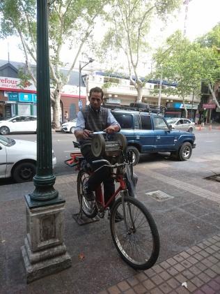 Messerschleifer auf dem Fahrrad