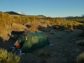 Morgenstimmung mit Vulkan Lanin im Hintergrund