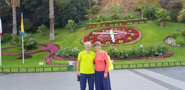 vor der Blumenuhr in Vina del Mar