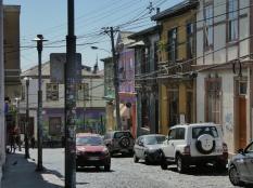 Kabelsalat, Autos, bunte Häuser