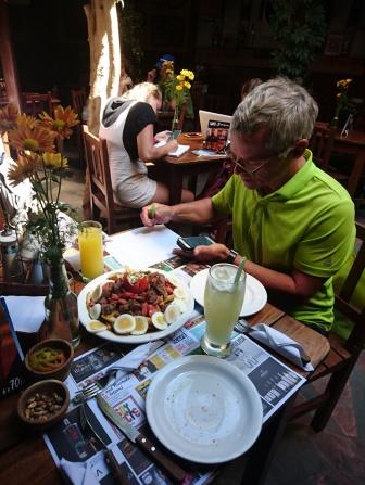 Mittagessen ( pique machos) und arbeiten