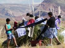 Teamwork, dann trocknet die Wäsche an der Luft