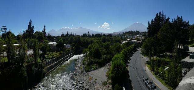 die Vulkane Cachani und Misti über Arequipa