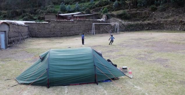 Zelten auf dem Sportplatz